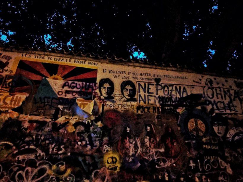 Le Mur John Lennonn de nuit, Prague