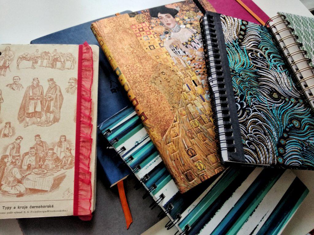 nombreux jolis carnets papeterie